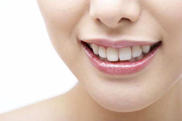 近赤外線の力で、内側からコラーゲンを生成。縦じわの目立たない、ふっくらした唇へ。